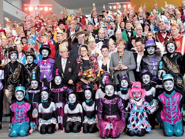 Der Narrenring Main-Neckar mit Bundeskanzlerin Merkel