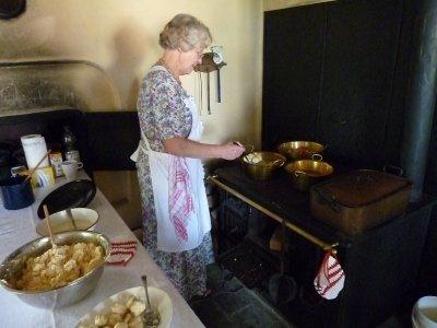 31502_1_Kochen in alten Küchen_kl.JPG