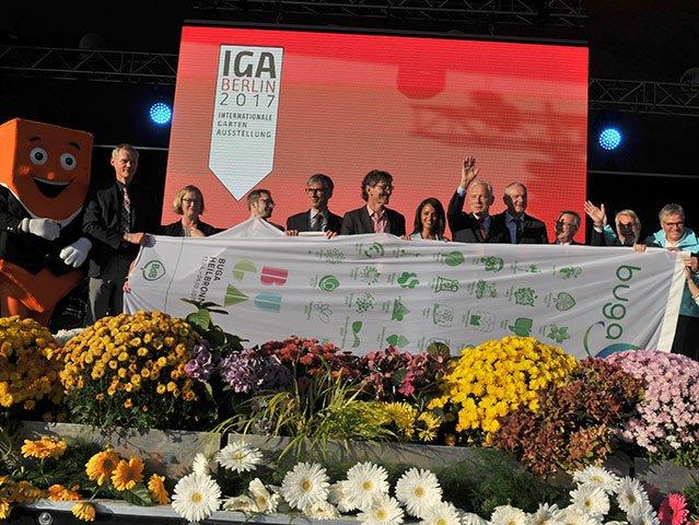 BUGA Heilbronn übernimmt Fahne von der IGA Berlin 2017