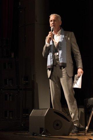 Jürgen Schlensog (Veranstalter Opus) eröffnet JazzOpen Nights