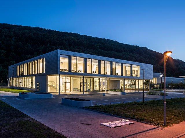 Das moderne Bildungszentrum am Campus Criesbach fasst die gesamte Aus- und Weiterbildung bei Bürkert zusammen.