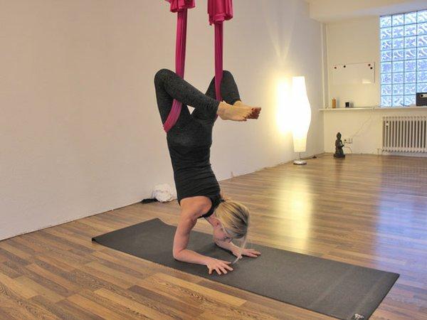 "Yoga-Lehrerin Heike Zoller-Windmüller im ""Skorpion"""