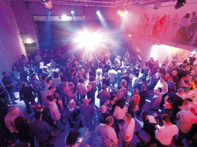 Titelbild: ü30-Party in Orange