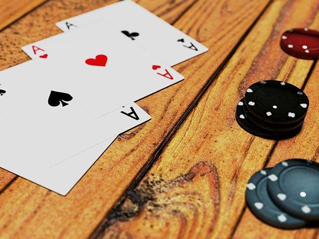 Spielkarten_web.jpg