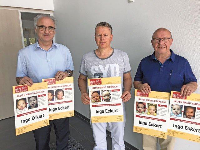 Spender und MORITZ Geschäftsführer Ingo Eckert (Mitte) mit den Help!-Vorständen Alois Schöllhorn (links) und Heinz Zeisberger (rechts).