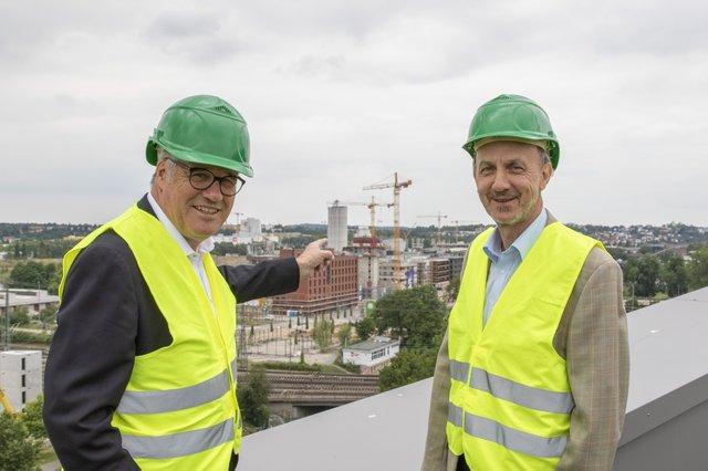 Die beiden Chefs auf der neuen Experimenta-Dachterrasse: Hanspeter Faas (Buga, links) und Dr. Wolfgang Hansch (Experimenta).