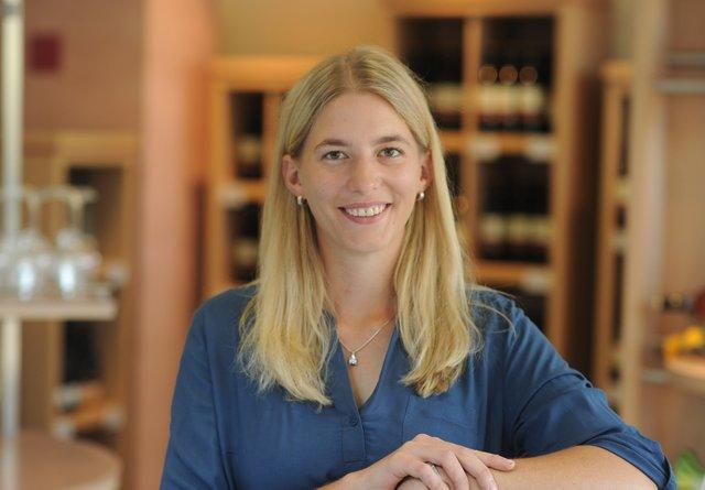 Julia Höllmüller, ehemalige Weinprinzessin und ehrenamtliches Mitglied im Aufsichtsrat der Genossenschaft