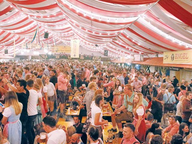 Fränkisches Volksfest Stimmung im Engel Zelt