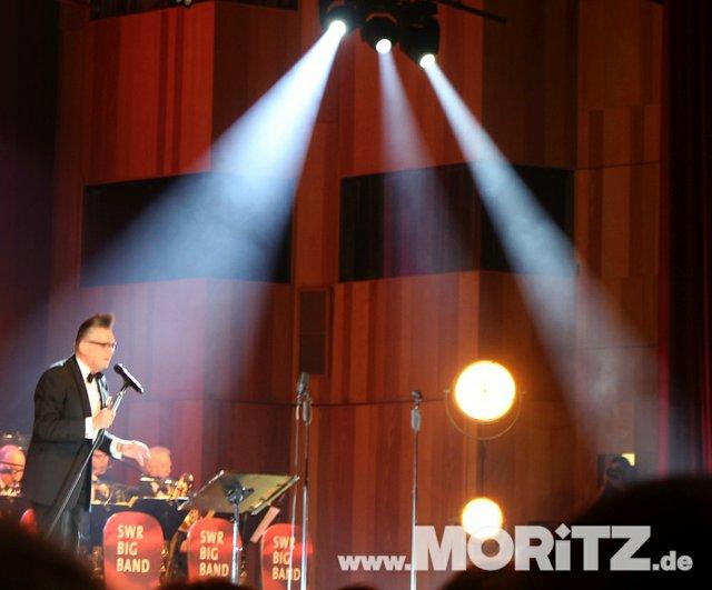 Götz Alsmann und die SWR Big Band boten dem Publikum Jazz mit einem Mix aus Swing und Schlagern. (51 von 57).jpg