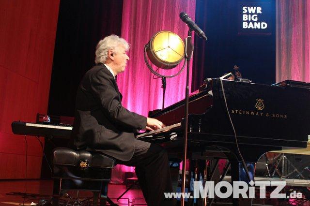 Götz Alsmann und die SWR Big Band boten dem Publikum Jazz mit einem Mix aus Swing und Schlagern. (54 von 57).jpg