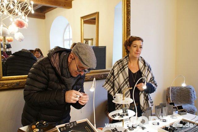 Tolle Auswahl in toller Atmosphäre für die Besucher von  Handmade Love auf Burg Stettenfels. (20 von 74).jpg