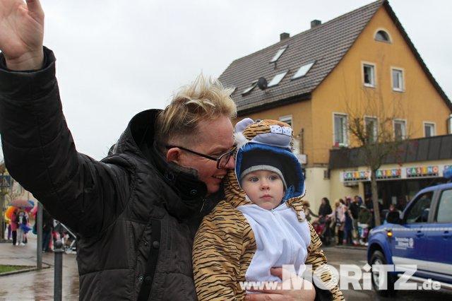Närrinnen und Narren rocken Faschingsumzug und -Party in Gundelsheim  (4 von 19).jpg
