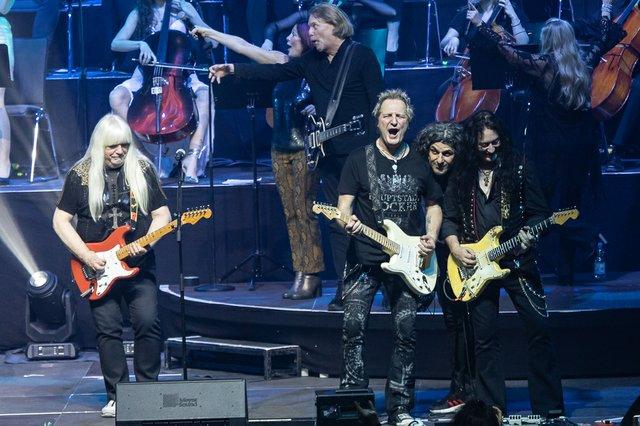 Große Stimmung von Anfang bis Ende gab es bei Rock meets Classic in Ludwigsburg. (26 von 30).jpg
