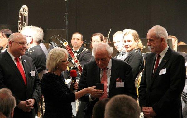 Goldene-Ehrenmedaille-Prof-Würthweb.jpg