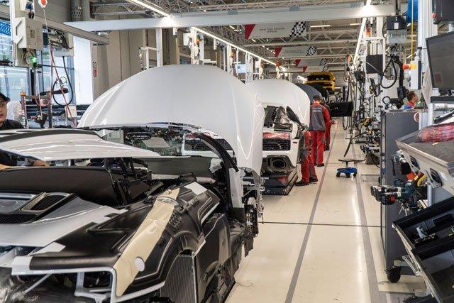 Fertigungslinie-Audi-R8-in-den-Boellinger-Hoefenweb.jpg