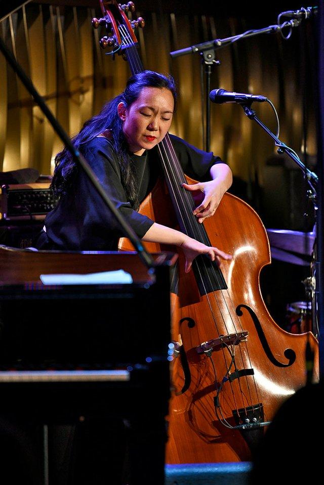 Linda May Han Oh im Jazzclub Bix in Stuttgart am 26.04.2019