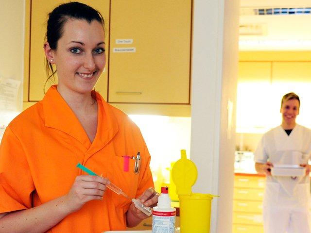 Pflegekräfte auf Stationszimmer