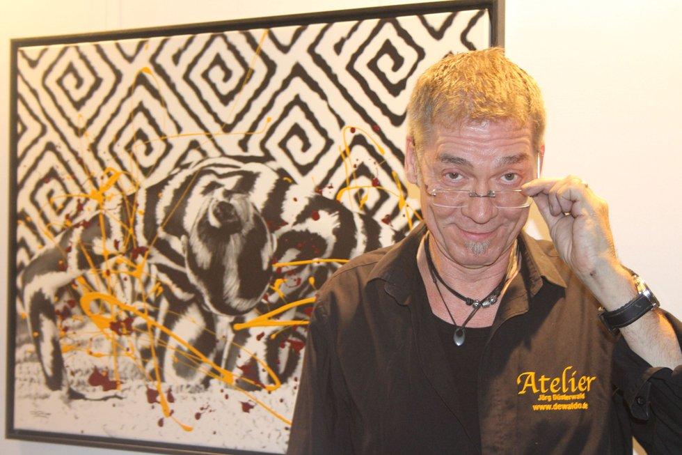 Art-Party: Welches seiner Werke in der Ausstellung ihm am besten gefällt? Jörg Düsterwald konnte sich nicht entscheiden - und steuerte schließlich das Werk Graphik-III an.