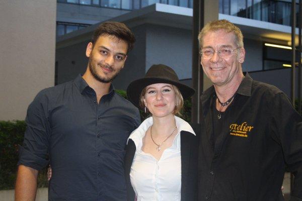 """Art-Party: Jörg Düsterwald (re.) mit Youtuberin """"Smilin"""". Die 21-Jährige Bambergern rundete die gelungene Party-Performance mit ihrem Tanz ab."""