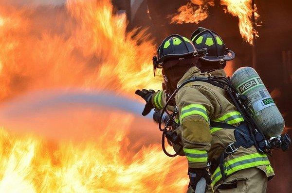 firefighters-1717916_640.jpg