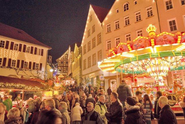2019_Weihnachtsmarkt_Karussel_Marktrain.png