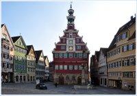 Altes_Rathaus_Esslingen,_Rathausplatz_und_Randbebauung.jpg
