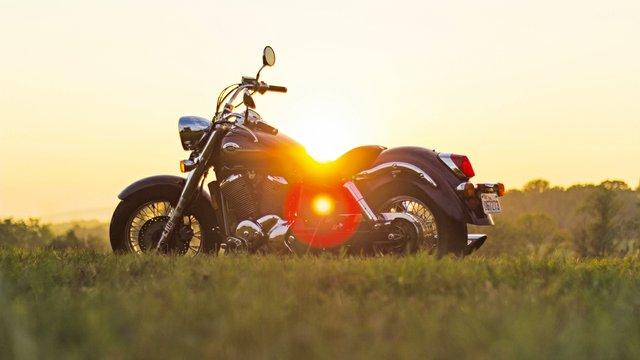 motorcycle-933022.jpg