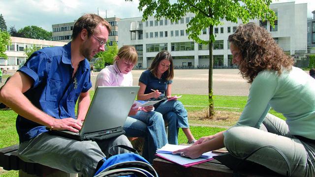 _ZYX7572_Campus_web.jpg