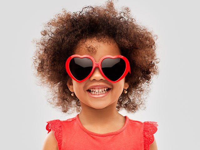 Mädchen mit AWO Herzbrille