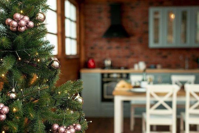 christmas-spirit-with-decorated-tree-kitchen.jpg