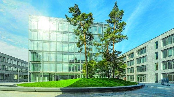 Bibliothek LIV Außenansicht Gebäude_Bernhard Lattner.jpg