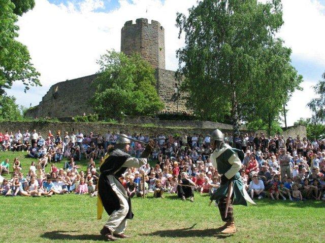 Schaukampf an der Burg