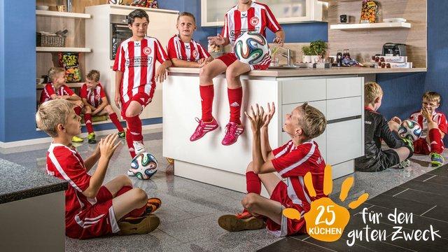 Fußballverein-in-der-Küche_mit-Logo.jpg