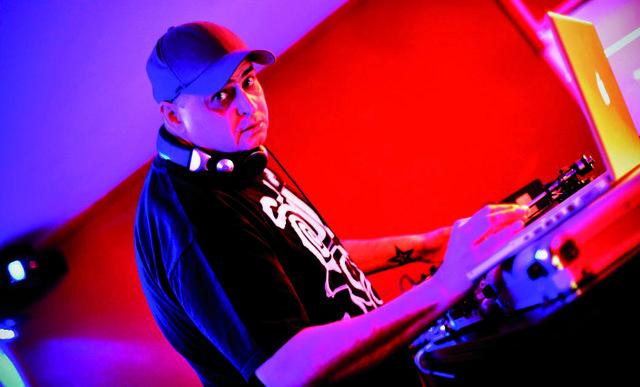 DJ  Richie de Bell