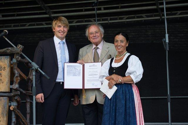 Stadt Niedernhall verleiht Ehrenbürgerrecht an Prof. Reinhold Würth