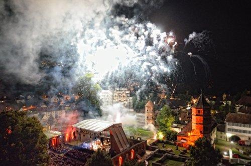 Kloster in Flammen